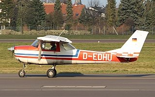 Bild: 16881 Fotograf: Frank Airline: Privat Flugzeugtype: Reims Aviation Reims-Cessna F150H