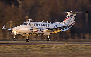 Bild: 18221 Fotograf: Uwe Bethke Airline: UkSATSE Flugzeugtype: Beechcraft B300 Super King Air 350