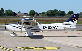 Bild: 20013 Fotograf: Frank Airline: Flight Center Hannover GmbH Flugzeugtype: Cessna 172S Skyhawk SP